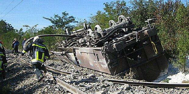 NÖ: Güterzug entgleist - Strecke gesperrt