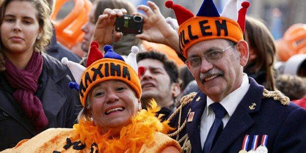 Tausende Oranje-Fans strömen zum Palast