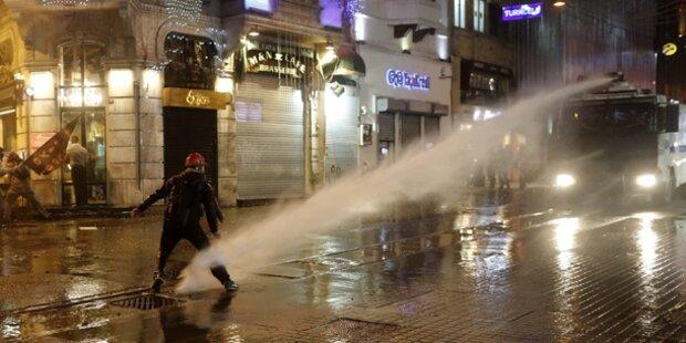 Türkei: Polizei setzt Wasserwerfer ein