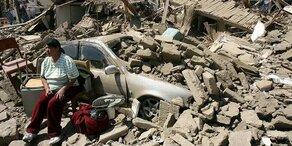 Mädchen wird aus Trümmern gerettet