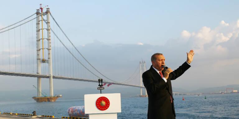 Viertlängste Hängebrücke der Welt eingeweiht