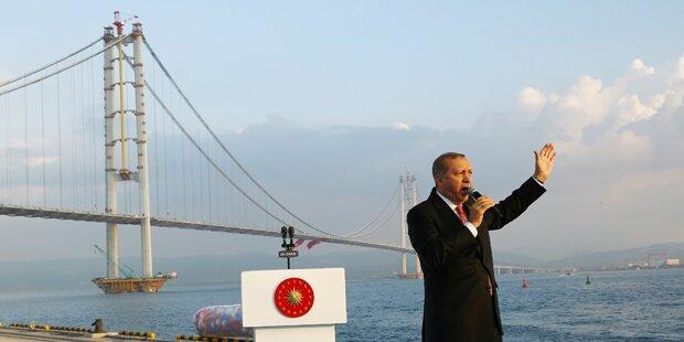 Erdogan schließt Sender & Zeitungen
