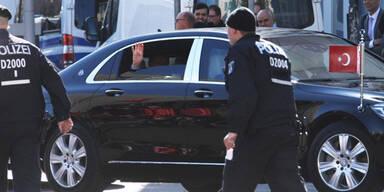 Erdogan: Islamisten-Gruß bei Berlin-Besuch