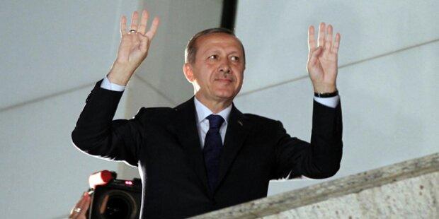 Großdemo in Köln gegen Erdogan-Auftritt