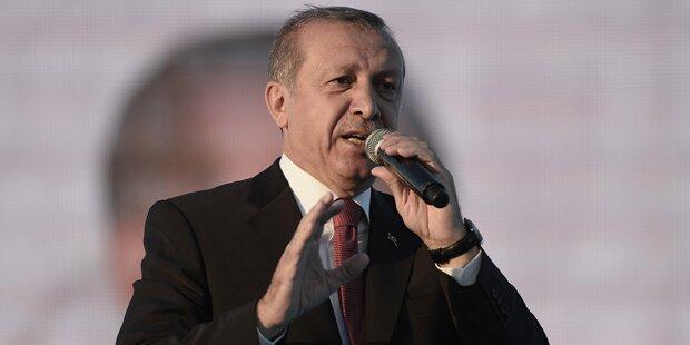 Erdogan-Anhänger stürmen