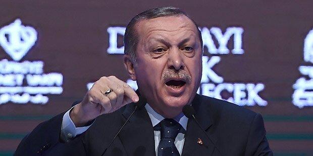 Erdogan wirft Holland Massaker von 8.000 Muslimen vor