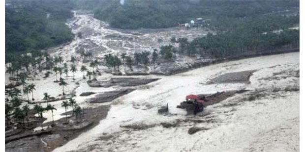 Hunderte Menschen in Asien verschüttet