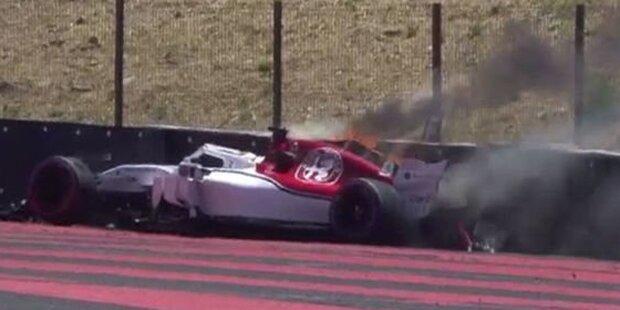 Highspeed-Unfall: Auto fängt Feuer