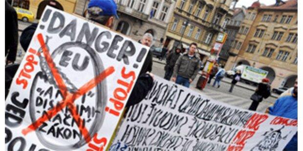 EU-Vertrag nimmt in Prag erste Hürde