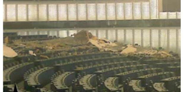 Teile der Decke im EU-Parlament sind eingestürzt