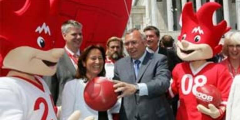 Österreichs Politiker bangt um Euro-Karten