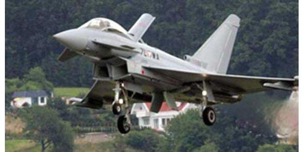 Eurofighter eskortierten Airbus