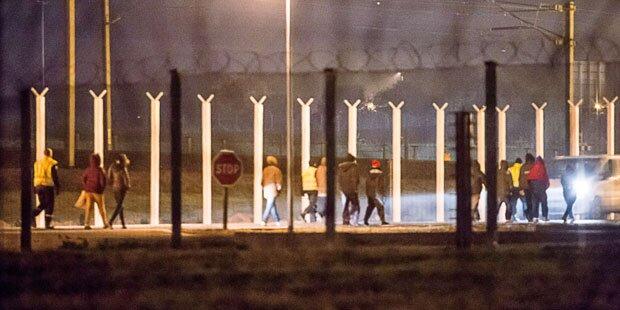 100 Flüchtlinge stürmten Eurotunnel
