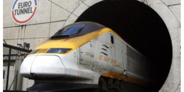 Züge im Eurotunnel rollen wieder