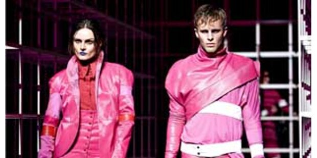 Ein pinker Käfig voller kranker Models