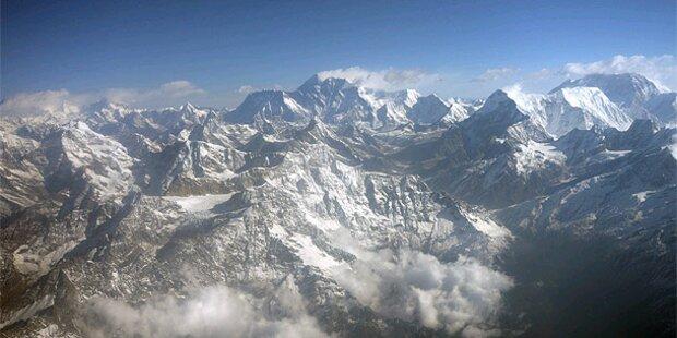 80-Jähriger besteigt Mount Everest