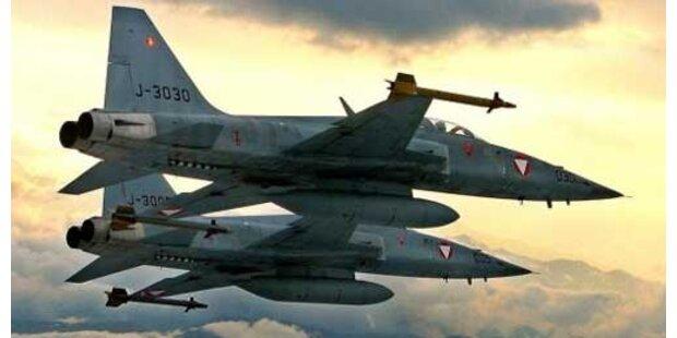 F5-Jets fingen über Graz Passagierflugzeug ab
