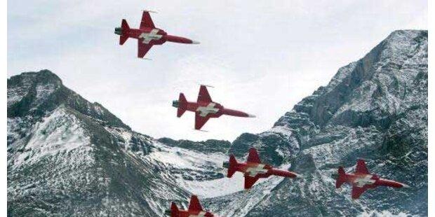 F-5 kosten jährlich 18 Mio., Eurofighter 63 Mio.