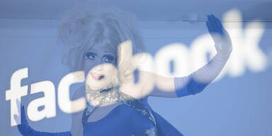 Transvestiten-Aufstand gegen Facebook