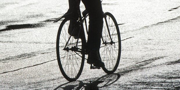 Wütende Bikerin wollte Polizist verprügeln