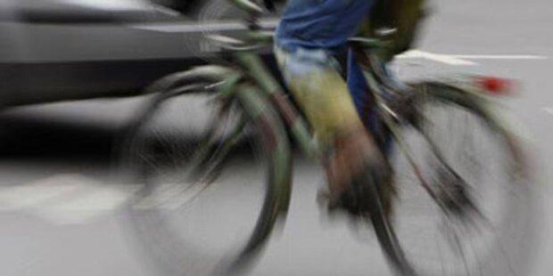 Lkw-Reifen erwischte Radfahrer