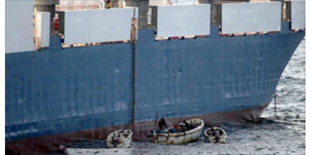Besatzung des Panzer-Frachters griff Piraten an