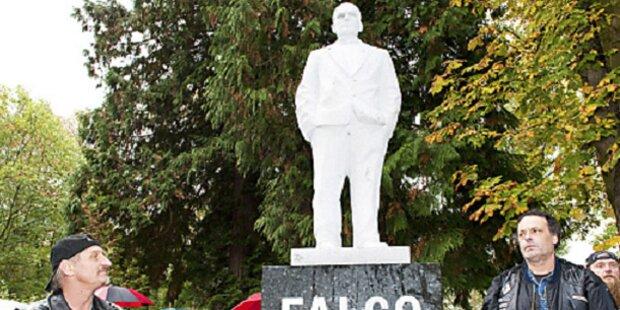 """Jetzt hat der """"Falke"""" sein eigenes Denkmal"""