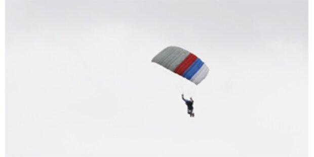 Fallschirmspringer stürzte vor Länderspiel ab