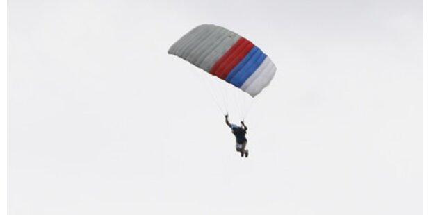 Fallschirmspringerin überlebte Absturz