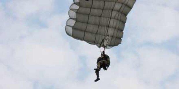 Fallschirmspringerin stürzt in den Tod
