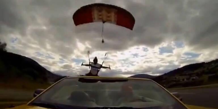 Fallschirmspringerin landet in Cabrio