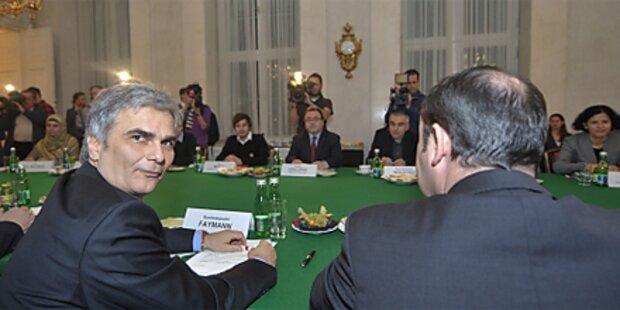 Regierung diskutiert mit Budget-Kritikern