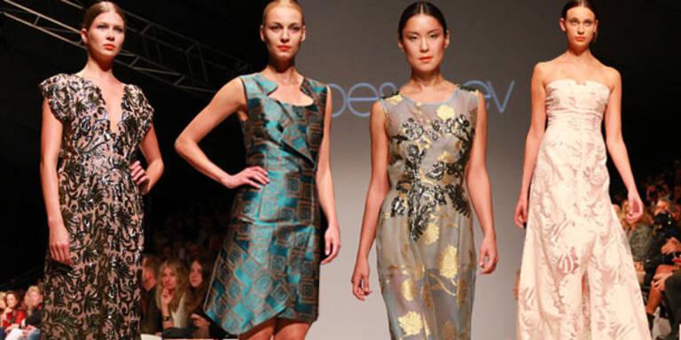 Peschev: Elegante Roben im fernöstlichen Stil