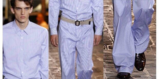 Männer gehen jetzt im Pyjama auf die Straße