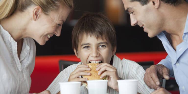 Fastfood, Burger, Kind, Eltern, ungesund, essen, Ernährung