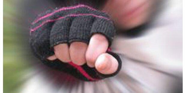 Elfjähriger von Kinderbande überfallen
