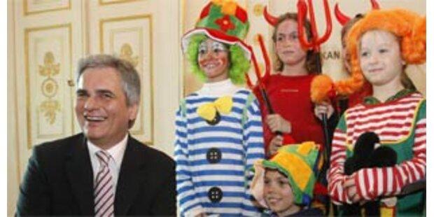 Faymann bekam bunten Kinderbesuch