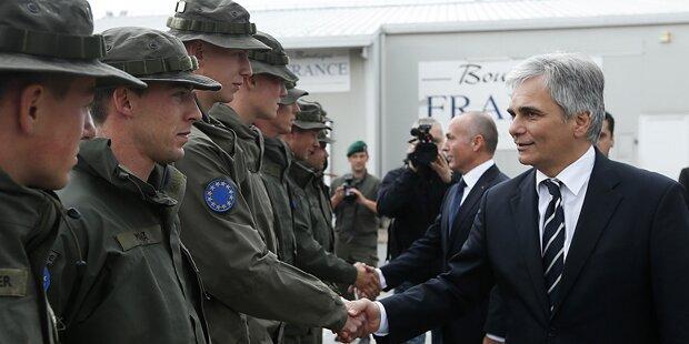 Faymann & Klug besuchen KFOR-Soldaten