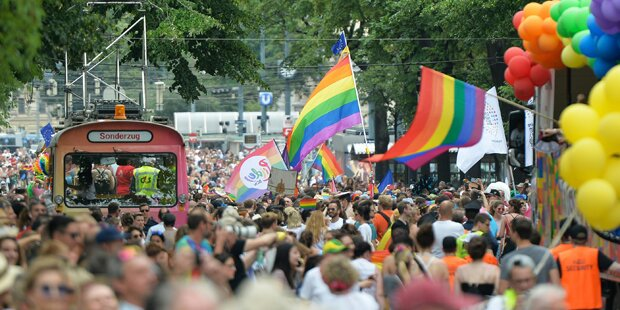 Regenbogen-Parade: So bunt treibt es Wien