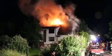Feldkirch: Wohnhaus fängt in der Nacht Feuer