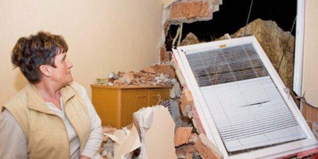15 Tonnen-Felsbrocken kracht in Wohnhaus