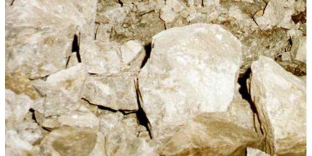 Felsbrocken stürzt auf Tiroler Wohnhaus