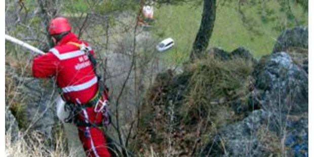 Frau stürzte 15 Meter über Felswand ab