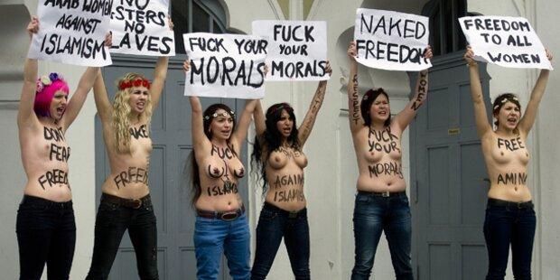 Nackte Brüste vor Moschee in Berlin