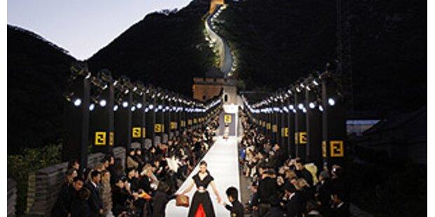 Lagerfeld-Modenschau auf China Wall