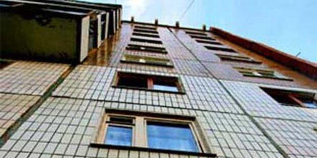 Mann überlebt Sturz aus 40. Stockwerk