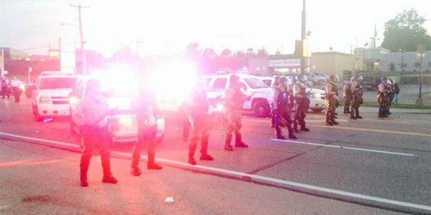 Ferguson-Polizei schlägt Demos nach Tod von Michael Brown brutal nieder: Reporter verhaftet
