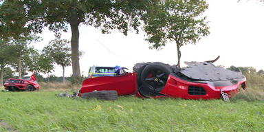 Ferrari bei Horror-Unfall in drei Teile zerfetzt