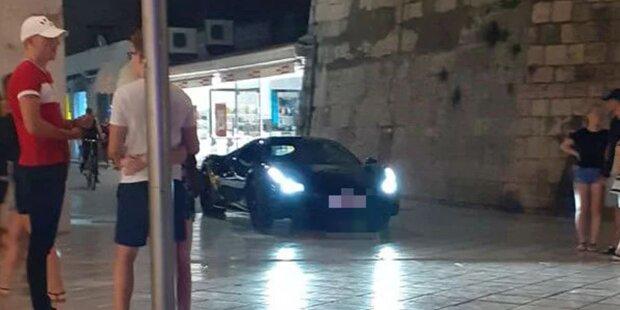 Frech: RAF Camora cruist mit Ferrari durch Fußgängerzone