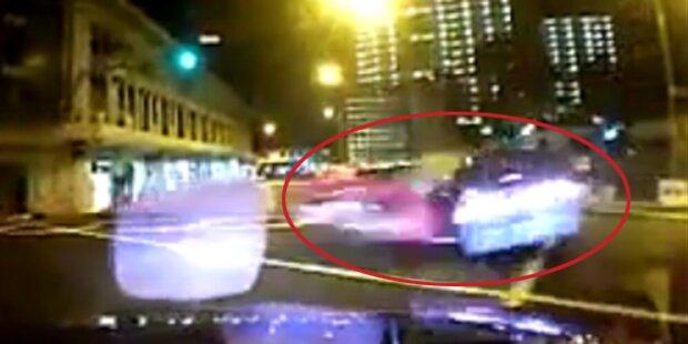 Horror-Video: Ferrari rast in Taxi